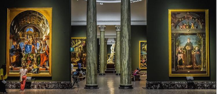 pinacoteca quadri grandi e turisti